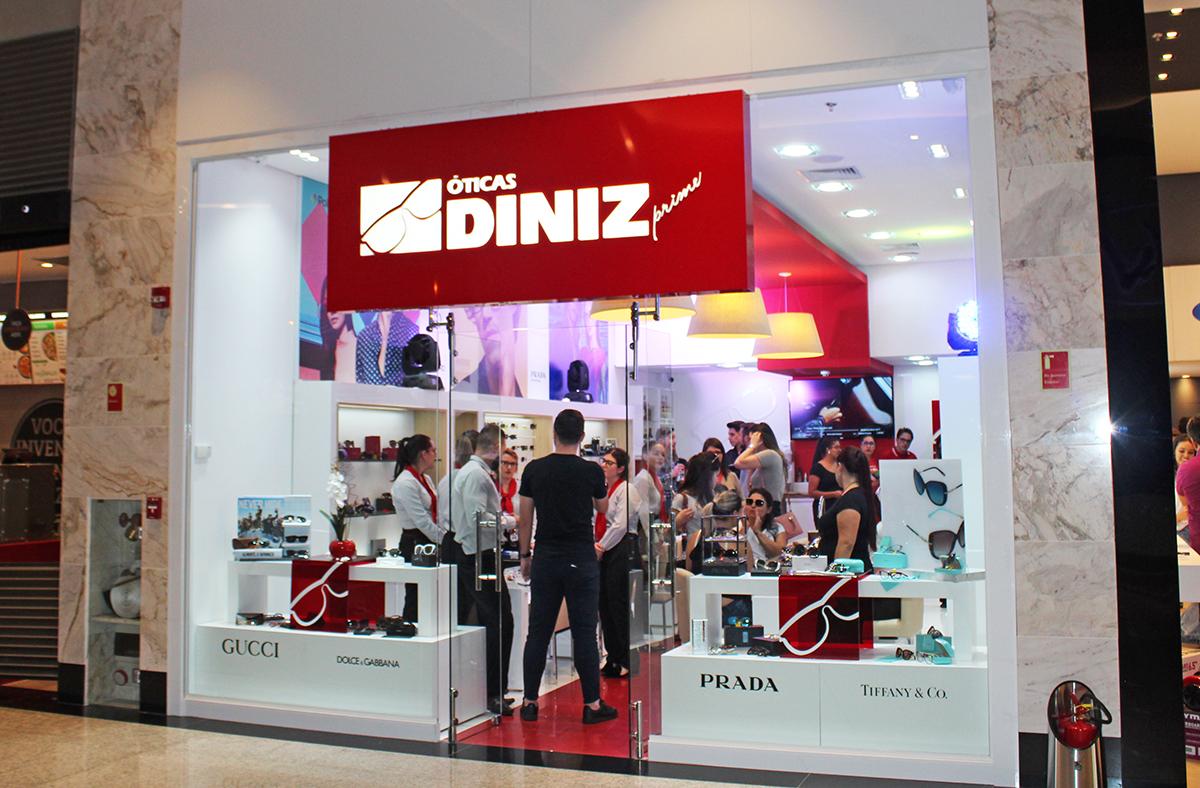 7d857a2a5fe6d Ótica Diniz apresenta grandes marcas em armações na loja do Shopping Cidade  dos Lagos